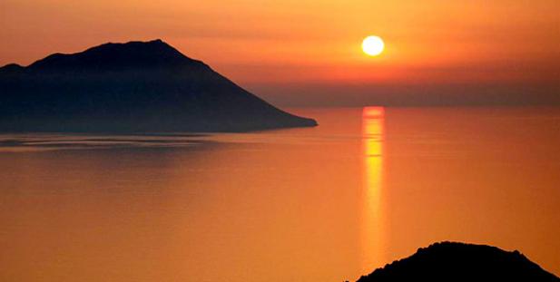 ηλιοβασίλεμα-Ελλάδα-καλοκαίρι-ήλιος-θάλασσα-Πλάκα-Μήλος
