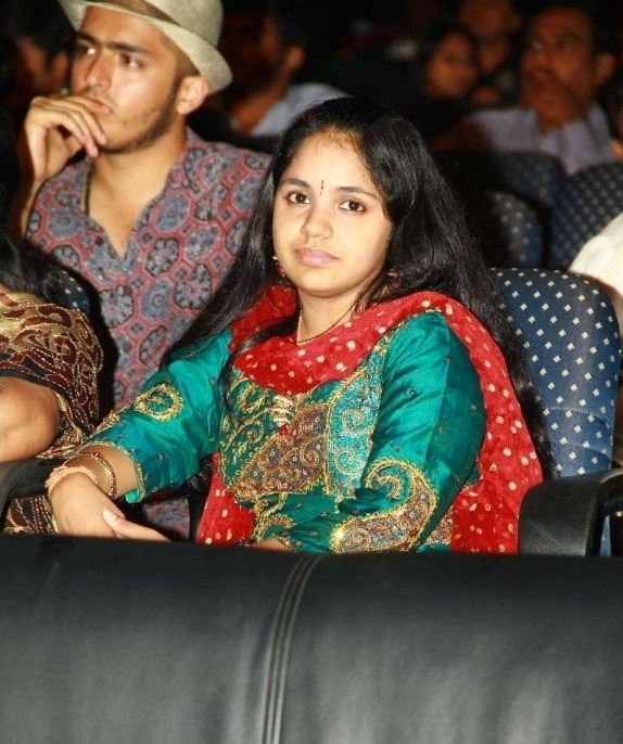 female younger playback singer saindhavi gv prakash glamour  images