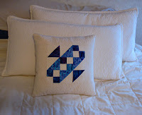 Free-motion quilted pillow challenge