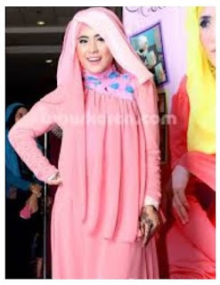 Trend Fashion Hijab Modern ala April Jasmine
