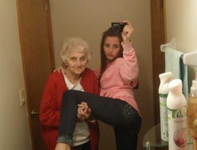 la abuelita y la chica sexy