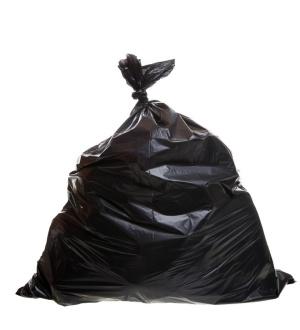 sac poubelle noir plein et fermé