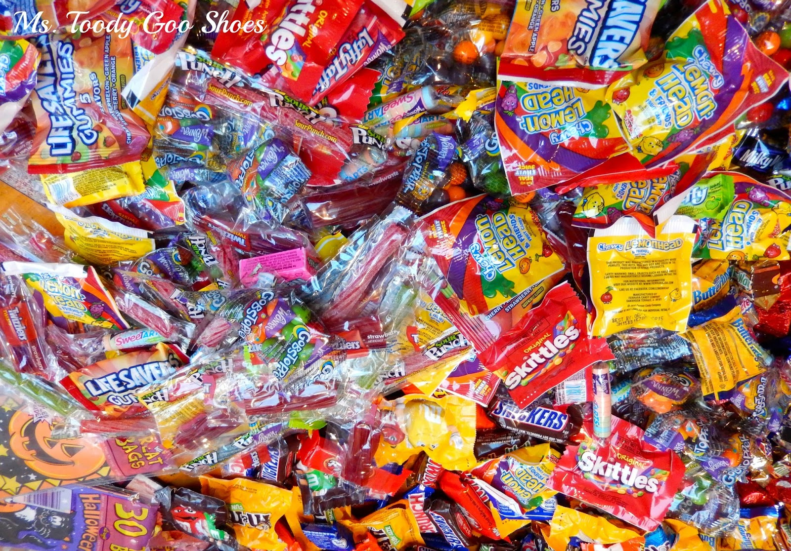 Candy Crush Saga: Bring on the Trick-or-Treaters    -by   Ms. Toody Goo Shoes