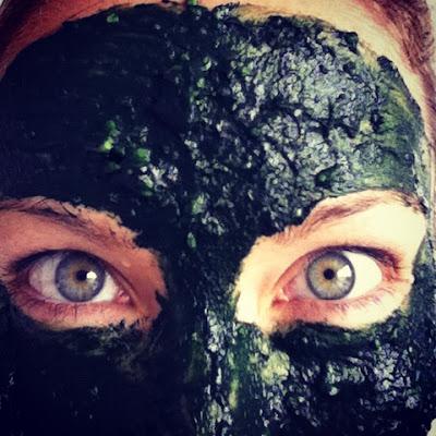 Spirulina og avokadoansiktsmaske