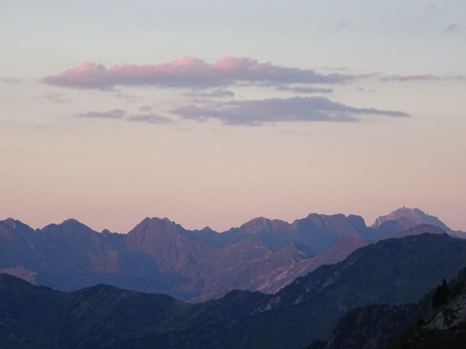 Pic du Midi ed Bigorre in der Abenddämmerung