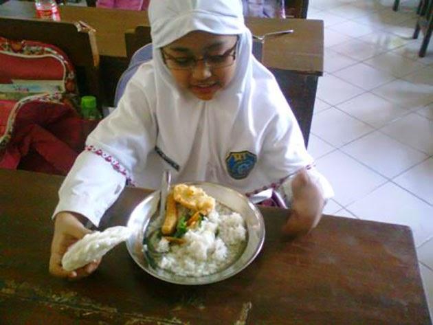 Makan di jam pelajaran