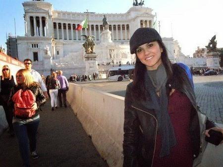 Sunny Leone looking hot