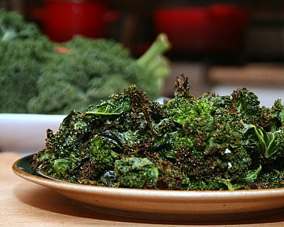 Crispy Salty Kale Chips | vegan, paleo, low carb, Weight Watchers PointsPlus 1 | AVeggieVenture.com