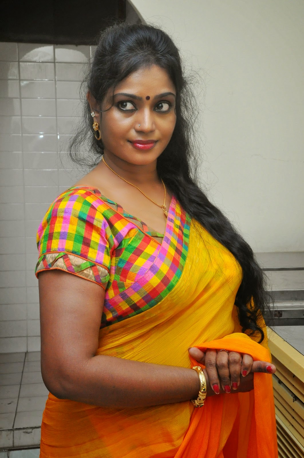 in saree aunty Indian