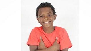 """Kaik Pereira, de 13 anos, ator recém-contratado da Record para estrear na novela Escrava Mãe, foi vítima de racismo nas redes sociais. Em um post compartilhado em seu Instagram, o menino foi insultado por um internauta por causa da sua cor. Veja um trecho do post: """"macaco preto safado volta pra África mano se mata vc e negro preto da macumba imundo seu nojento vc tem que morrer queimado..."""""""