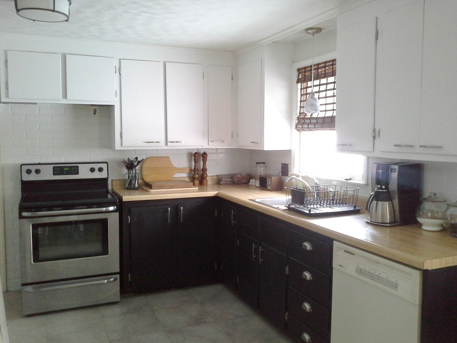 Lilly's Home Designs: Stripping Paint Off Kitchen Cabinets