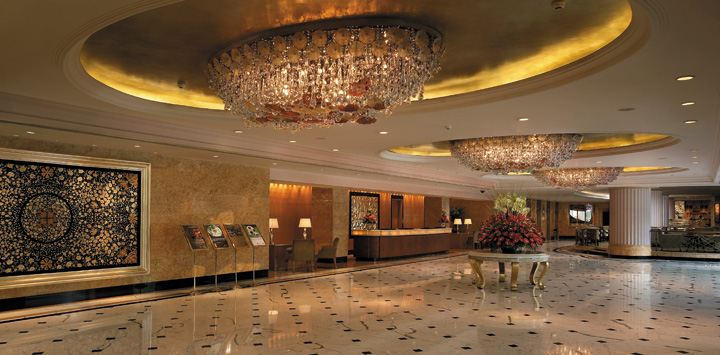 strengths and weaknesses of the customer service in shangri la hotel