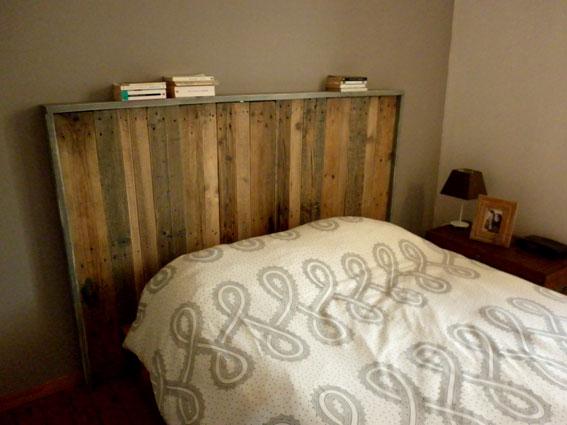 Faire une t te de lit avec de palettes en bois - Faire une tete de lit avec des palettes ...