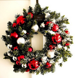 Christmas wreath decorated beautifully with Christmas ornaments, bells, and baubles desktop background hd(hq) wallpaper