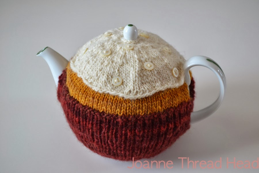 Easy Tea Cosy Knitting Pattern Free : Thread Head: Knitted Tea Cosy