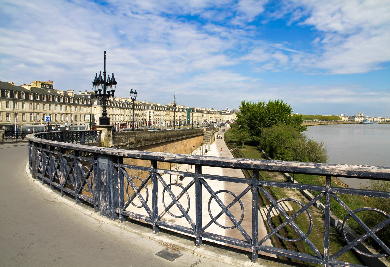 bordeaux et ses environs le pont de pierre. Black Bedroom Furniture Sets. Home Design Ideas