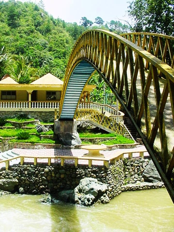Puente sobre el río Jagua en Juncalito-Jánico.