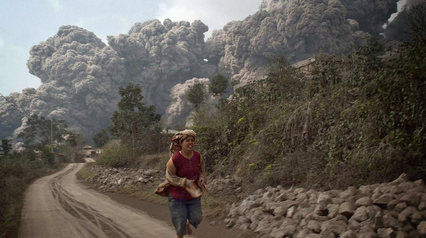 Nube ardiente del volcán Sinabung. REUTERS