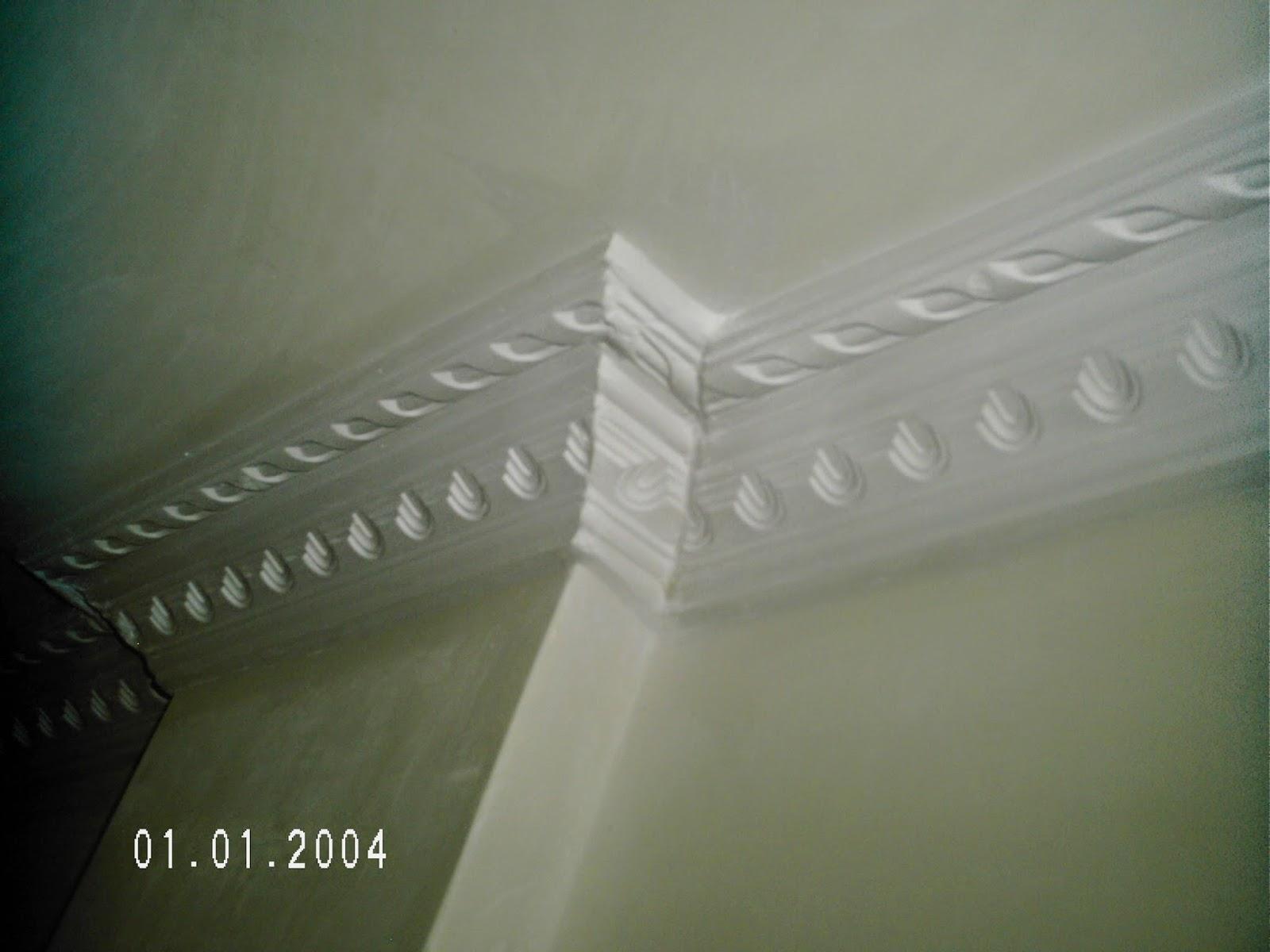 columnas decoradas con cornisas de yeso