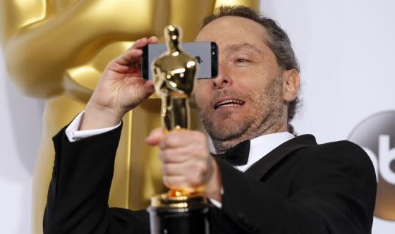 Emmanuel Lubezki, ganador del Oscar a Mejor fotografia por Birdman. Obtiene su segundo Oscar de manera consecutiva (Gravity 2014) | Ximinia
