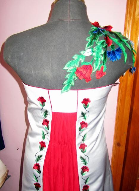 Вишивана сукня від Руслани Равлюк з Бучача на Тернопільщині