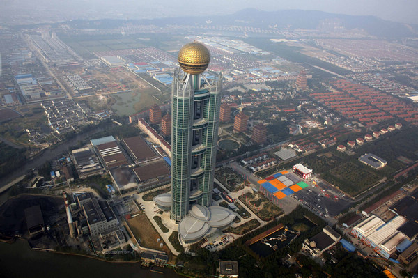 http://3.bp.blogspot.com/-LUkJIeOxuD4/TpU02xEUnPI/AAAAAAAADv8/XBovKCbXdug/s1600/CHINAS+NEW+SKYSCRAPER+Longxi+International+Hotel.jpg