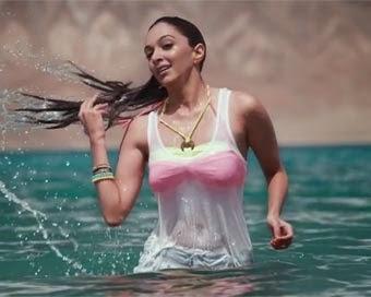 Kiara Advani hot hd wallpapers in bikini