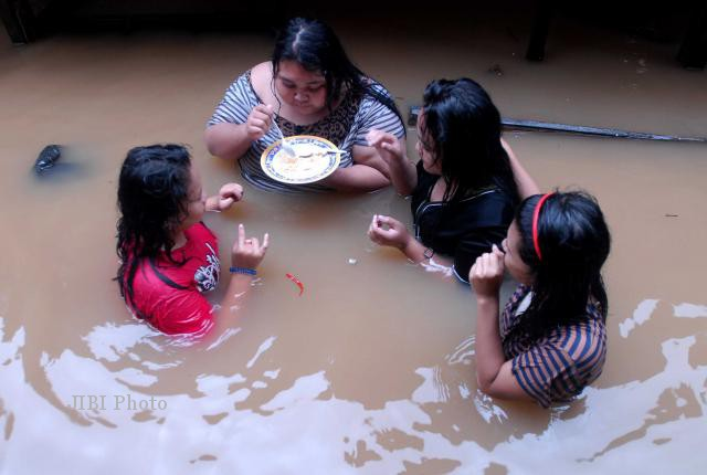 Koleksi Foto-Foto Banjir Jakarta