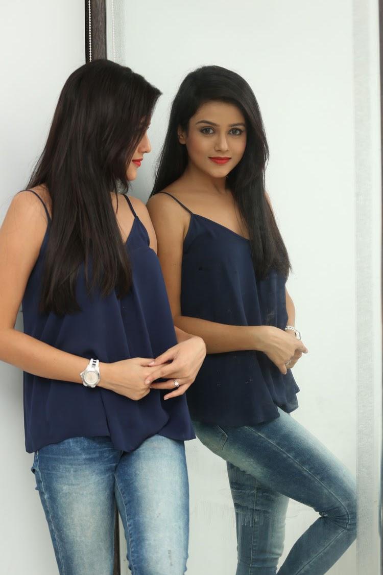 Mishti Chakraborthy latest dazzling pics-HQ-Photo-12