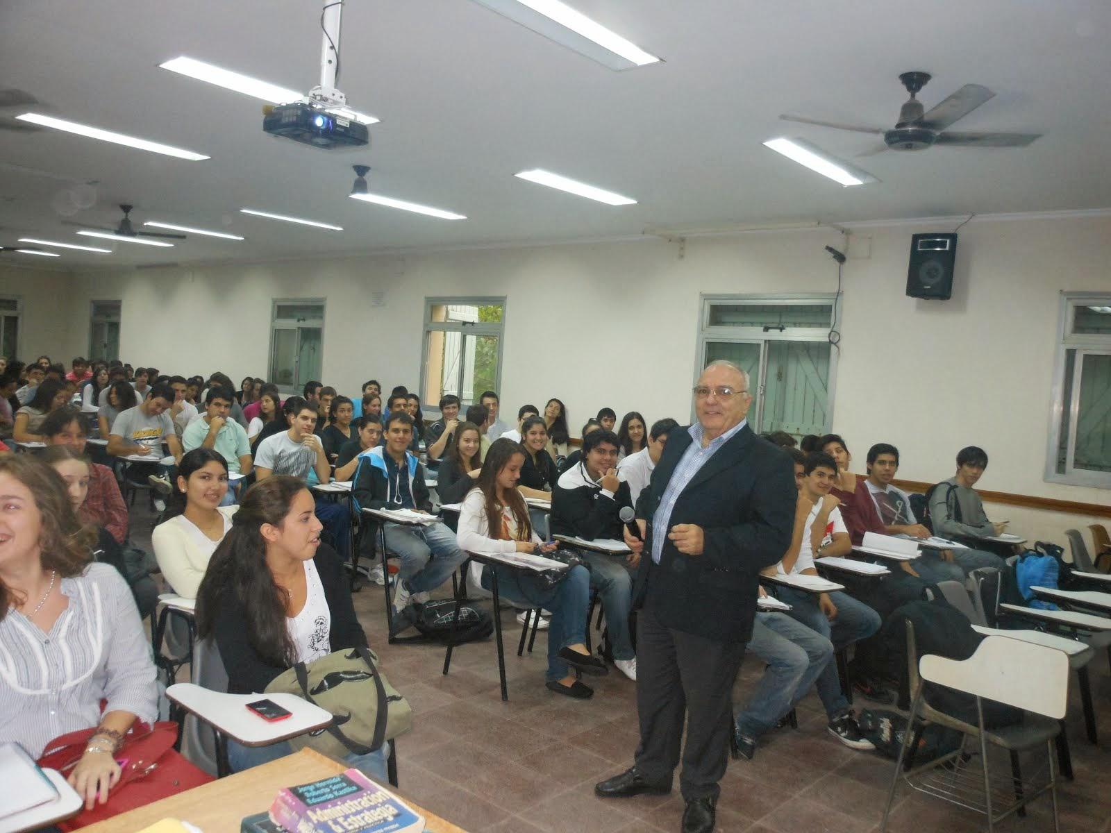 Principios de Administración - Alumnos y Profesor Julián García