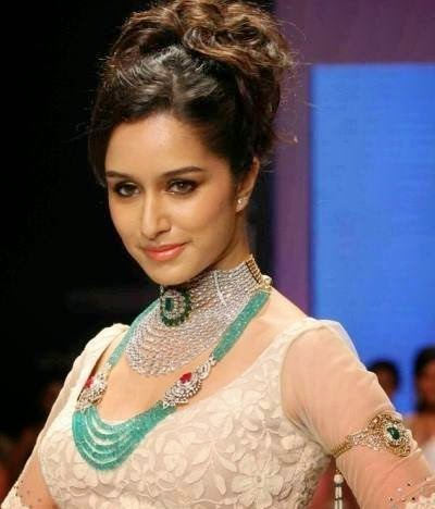 Shraddha Kapoor Walking On Ramp In Fashion Show