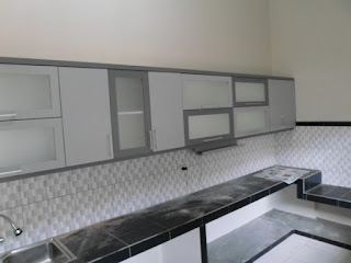 semarang furniture - kitchen set minimalis pintu kaca engsel hidrolis 06