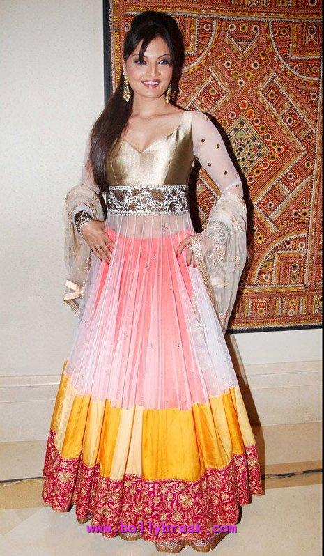 Deepshika  in anarkali suit - Deepshika Latest Pic in Colorful anarkali Suit