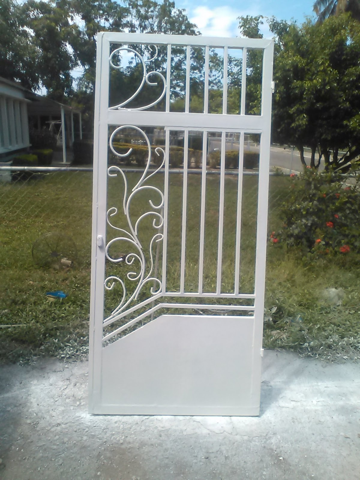 Ideas en hierro forjado protecciones de ventanas y puertas for Puertas de hierro forjado para casas