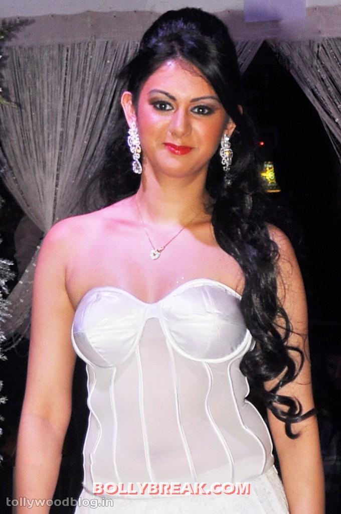 , Kamna Jethmalani Ramp Walk Pics In White Dress