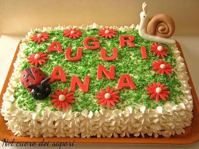 torta con coccinella, lumachina e fiorellini