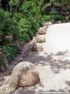 Parque Güell - Bolas del Camino del Rosario | Foto: sitiosdebarcelona.net
