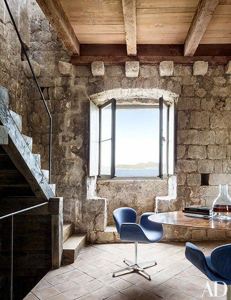 casa rustica con paredes de piedra