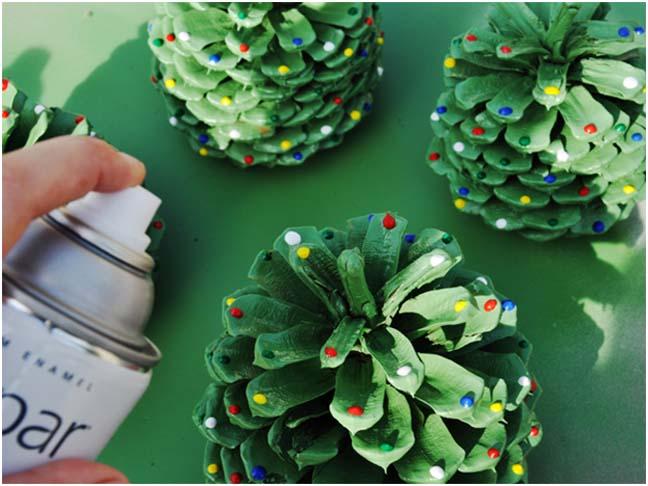 Como hacer arboles de navidad con pi as de pino - Manualidades navidad con pinas ...