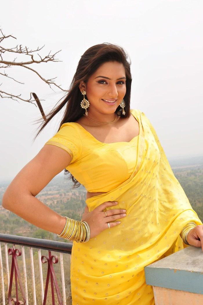SPICY UPDATE: Spicy Sizzler Ragini Dwivedi Latest Smoking Red Hot ...