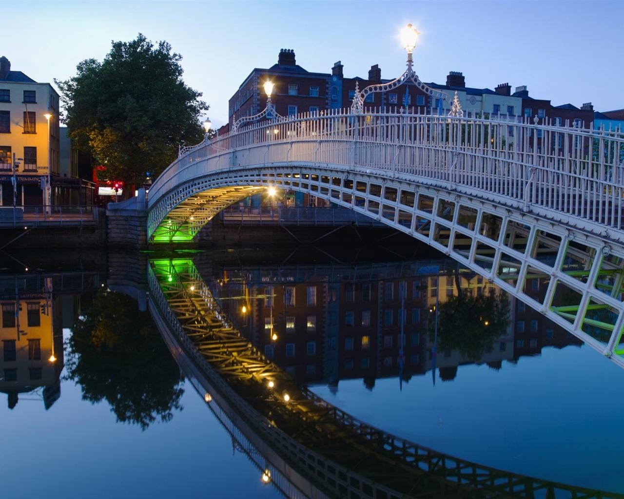http://3.bp.blogspot.com/-LWSoc9l-gOs/Tf3X-sGBSDI/AAAAAAAAGPg/SdL4z9WedUI/s1600/Halfpenny-bridge-Dublin-Ireland_1280x1024.jpg