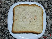 Sándwich especial de atún en plato
