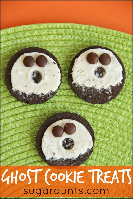 Oreo ghost cookie snack treats. These would be great for preschool or school parties and Kid-friendly Halloween parties.