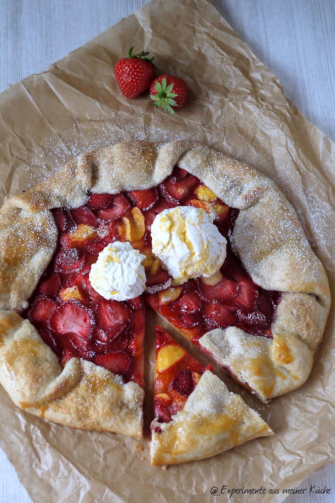 aus meiner Küche: Erdbeer-Nektarinen-Galette