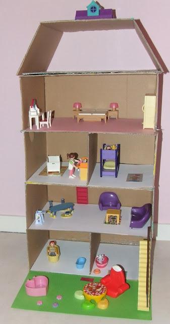 les mercredis de julie maison des playmobils en carton. Black Bedroom Furniture Sets. Home Design Ideas