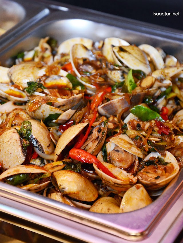 Hoy Lai Phad Cha (Spicy stir fried clams)