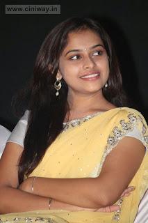 Varutha-Padatha-Valibar-Sangam-Actress-Sri-Divya