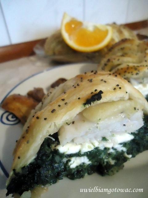 Ryba ze szpinakiem i fetą w cieście francuskim