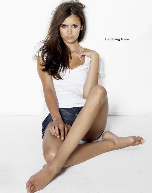 Nina Dobrev Pose Ngentot Sexy