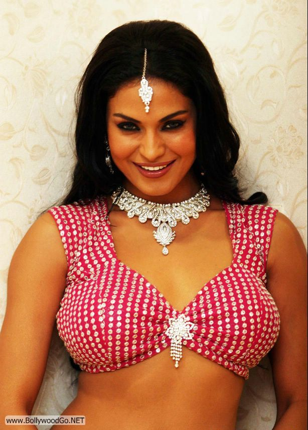 Veena Malik's Latest Pictures from Bollywood Movie